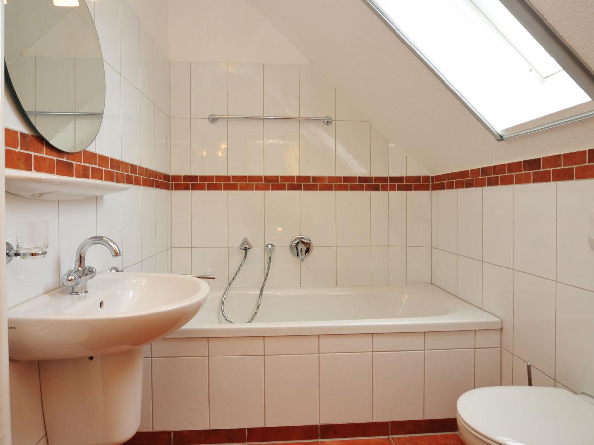 Badewanne dachgeschoss  bad-im-dachgeschoss-mit-badewanne - Zingst24