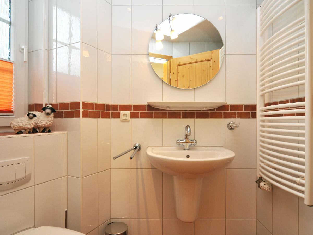 bad mit ebenerdiger dusche stunning beleuchtete nische in der dsuche with bad mit ebenerdiger. Black Bedroom Furniture Sets. Home Design Ideas