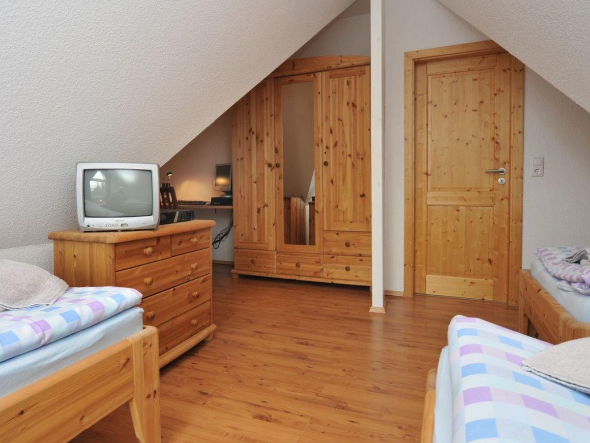 schlafzimmer im dachgeschoss zingst24. Black Bedroom Furniture Sets. Home Design Ideas