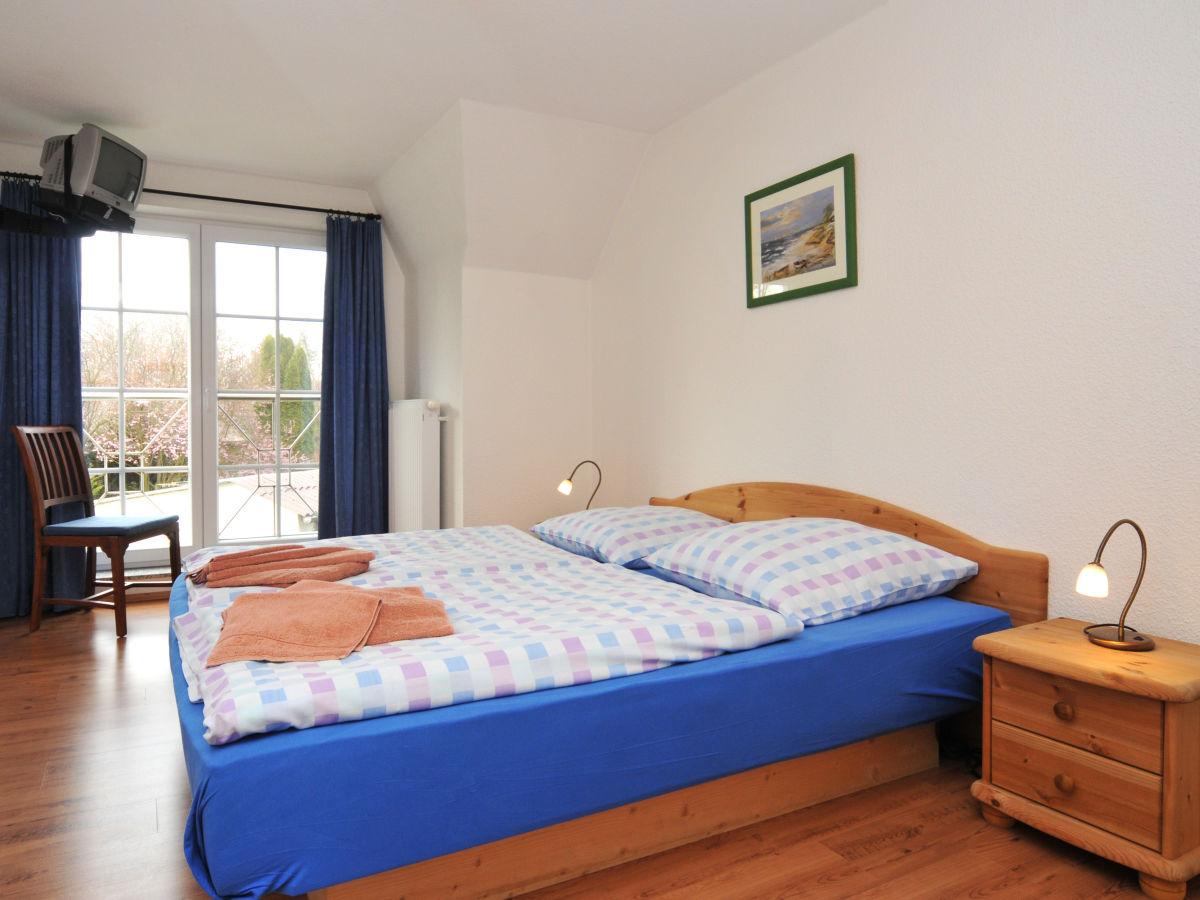 schlafzimmer-mit-wasserbett - Zingst24